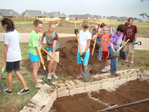 fifth-graders-bulid-a-bed-for-a-school-garden