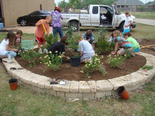 fifth-graders-work-with-community-partners-to-create-school-butterfly-garden