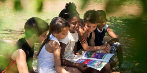 school-children-reading-outdoors